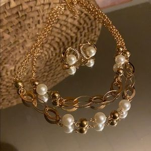 Jewelry - Gold and ivory pearl set